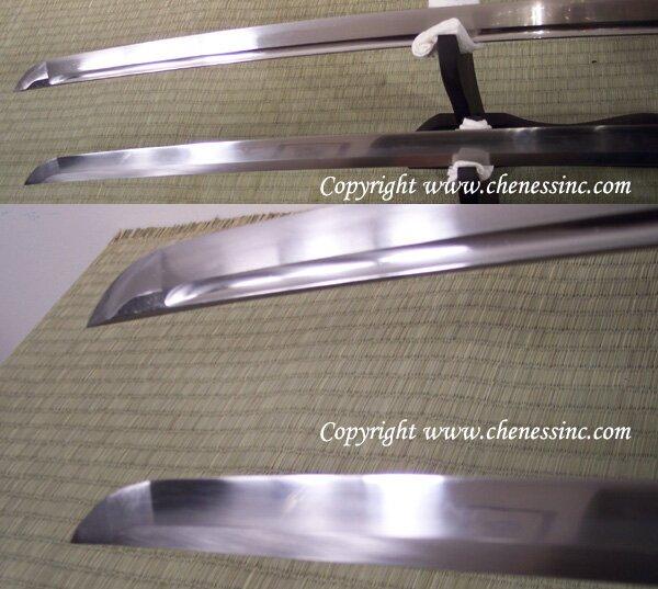 Katana Tenchi jest dostępna w 2 wersjach, z rowkiem bohi i bez