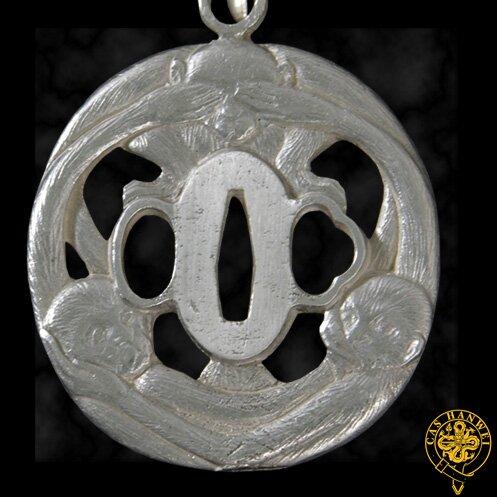Wisiorek Hanwei Three-Monkey Tsuba Pendant